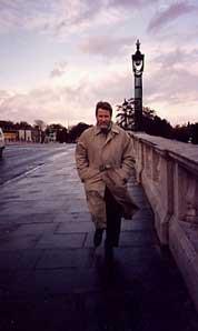 Noah Bond - Novelist